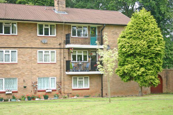 2 Bedrooms Apartment Flat for sale in TETTENHALL. Woodhouse Road North.