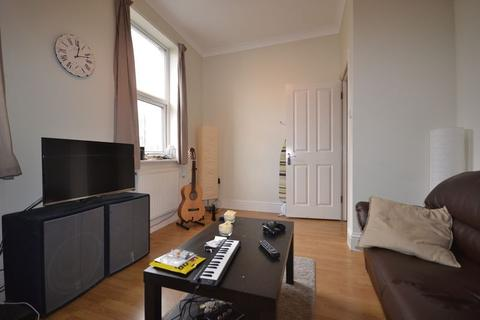 2 bedroom apartment to rent - Two Bedroom First Floor Flat to let - St James, E17 (£1,350pcm)