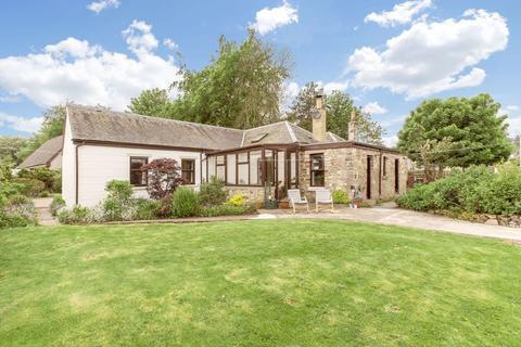 4 bedroom cottage for sale - Croft Cottage, 29 Broomlee Crescent, West Linton, EH46 7EH