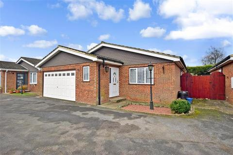 3 bedroom detached bungalow for sale - Woodview Close, West Kingsdown, Sevenoaks, Kent