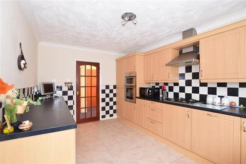 3 bedroom detached bungalow for sale - Woodview Close, West Kingsdown, Sevenoaks, Kent