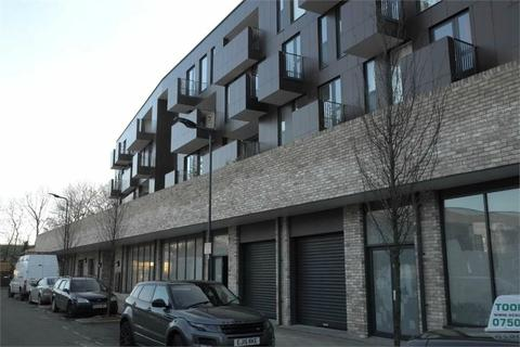 Office to rent - London, NW9