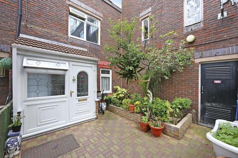 4 bedroom terraced house for sale - Crofts Street, London E1