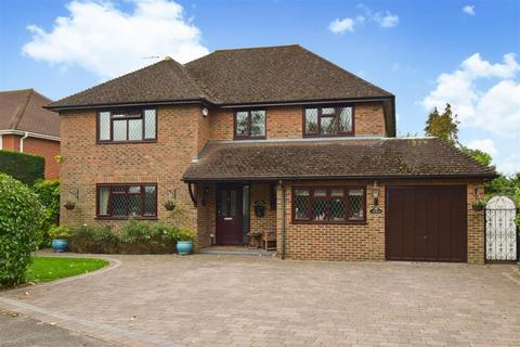 4 bedroom detached house for sale - Bowmans Close, Burnham, SL1