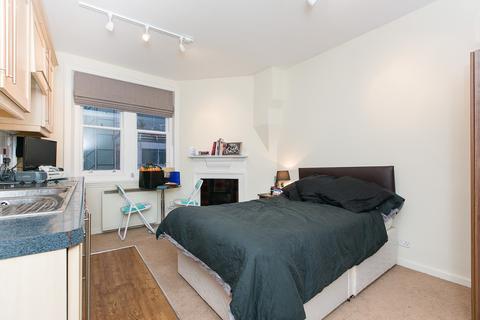 Studio to rent - Burleigh Mansions, Covent Garden