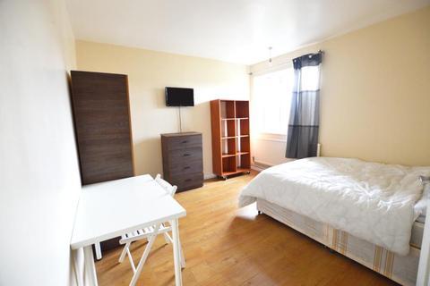 3 bedroom flat to rent - Brackenbury