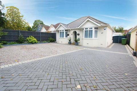 2 bedroom detached bungalow for sale - Botley Road, Southampton