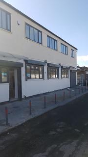 Industrial unit to rent - Wiggenhall Road, Watford