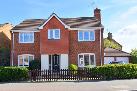 4 bedroom detached house for sale - Waterson Vale, Chelmsford, CM2 9PB
