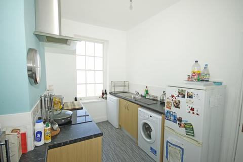 2 bedroom flat - Rock House, Marine Parade, Sheerness