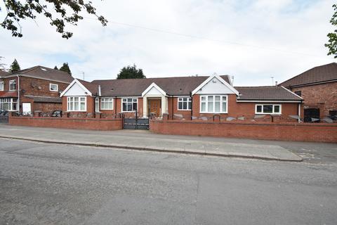 6 bedroom bungalow for sale - Boardman Road, Manchester, M8