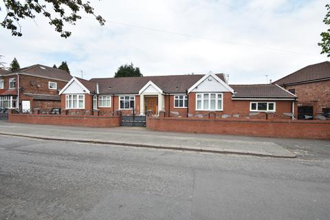 6 bedroom bungalow for sale - Boardman Road, Manchester, M8