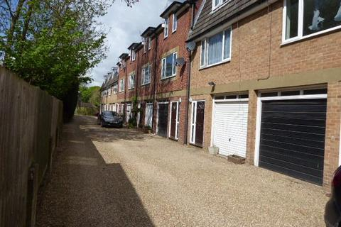 2 bedroom terraced house to rent - LASSELLS GARDENS MAIDENHEAD BERKSHIRE