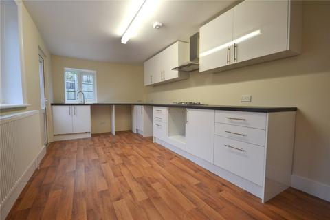 3 bedroom end of terrace house to rent - Clements Road, London