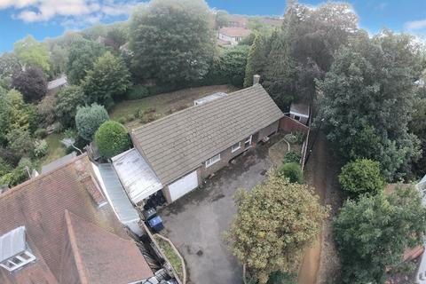 2 bedroom detached bungalow for sale - Manston Avenue, Norwood Green, UB2