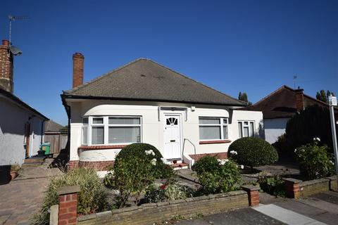 3 bedroom detached bungalow for sale - Rosecroft Gardens, Twickenham
