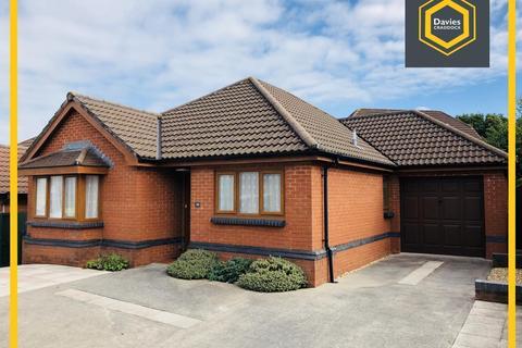3 bedroom bungalow for sale - Hendre Road, Llangennech, Llanelli, SA14