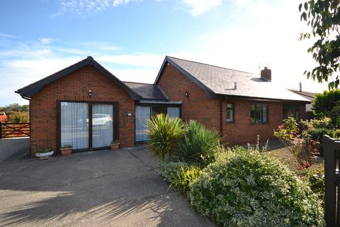 3 bedroom detached bungalow for sale - Towyn Way East, Towyn, Conwy, LL22