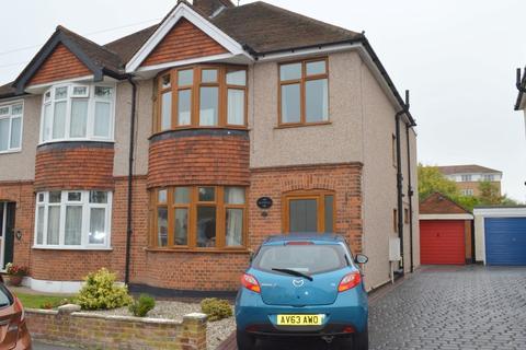 3 bedroom semi-detached house for sale - Moulsham Drive, Chelmsford, CM2