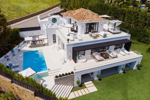5 bedroom detached house  - Nueva Andalucia, Andalucia, Spain