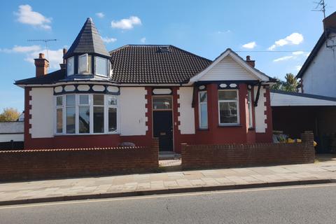 6 bedroom bungalow for sale - Grange Avenue, LU4