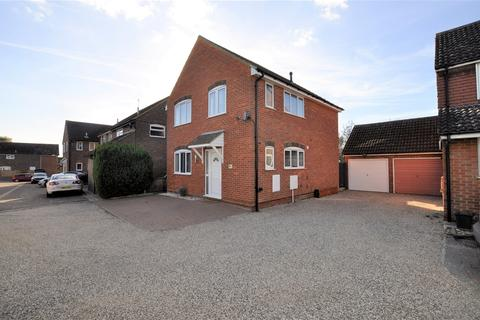 3 bedroom detached house for sale - Pickwick Avenue, Chelmsford