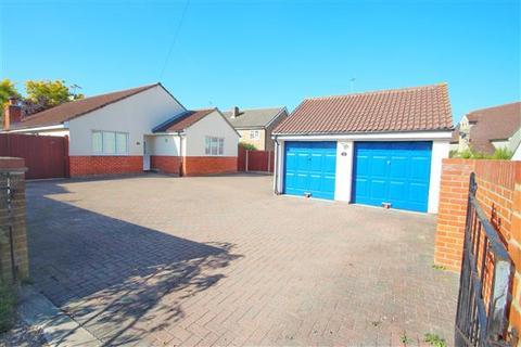 3 bedroom bungalow for sale - Turner Road, Mile End, Colchester