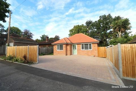 3 bedroom detached bungalow for sale - Walderslade Road, Chatham ME4