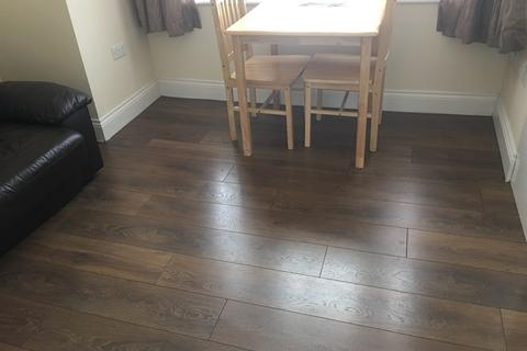 Studio to rent - Frome Road, Turnpike Lane N22