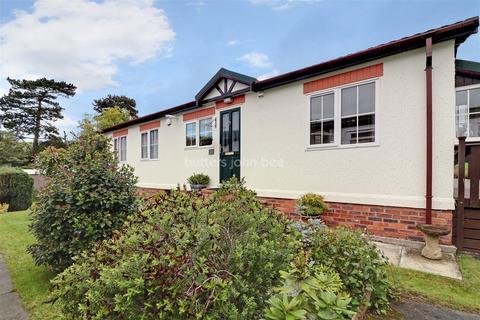 2 bedroom bungalow for sale - Home Farm Park, Winsford