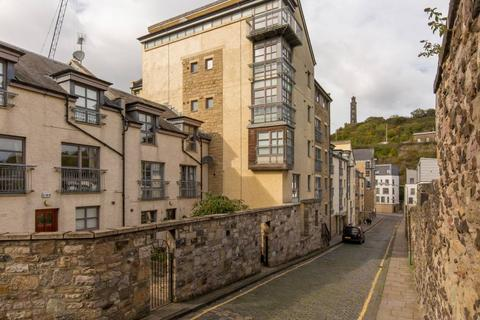 2 bedroom penthouse for sale - 14/14 Old Tolbooth Wynd, Old Town, EH8 8EQ