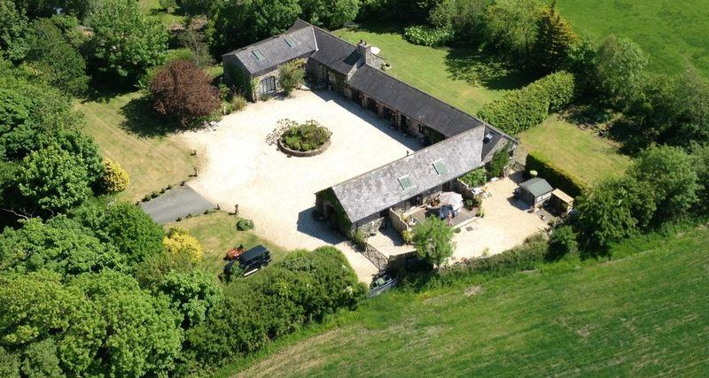 4 Bedrooms Detached House for sale in Pentre Berw, Anglesey