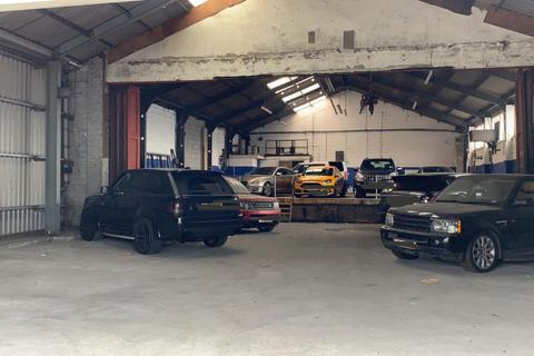 Warehouse to rent - Devenport Centre, Renwick Road, IG11