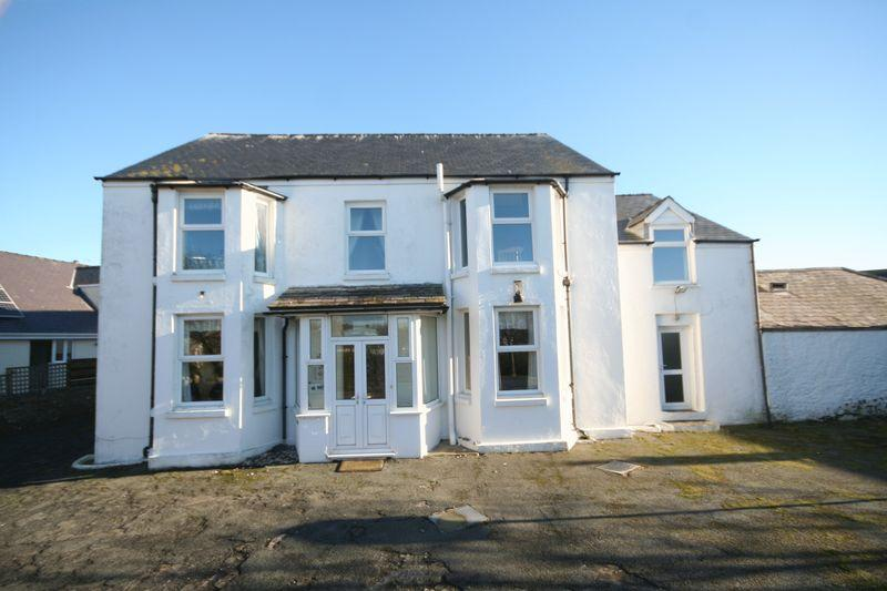 10 Bedrooms Detached House for sale in Rhosneigr, Anglesey