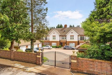 3 bedroom apartment for sale - WALTON ON THE HILL