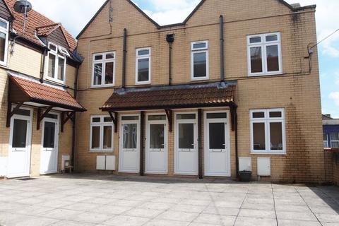 1 bedroom flat to rent - Victoria Court, Redfield