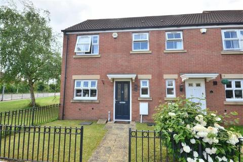 3 bedroom end of terrace house to rent - Kimberland Way, Gloucester