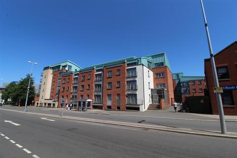 2 bedroom penthouse to rent - Beauchamp House, City Centre