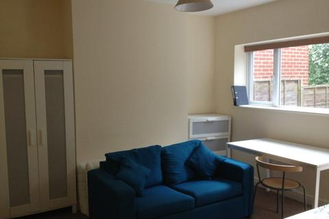 Studio to rent - 68a Rookery Road, B29 7DQ