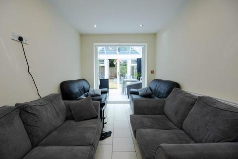 7 bedroom terraced house - Hubert Road, B29