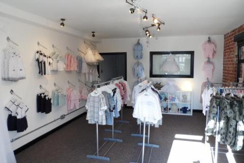 Shop to rent - St Georges Lane, Cleveleys, FY5 3LT