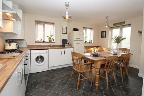 3 bedroom semi-detached house for sale - Hilton close, Kempston