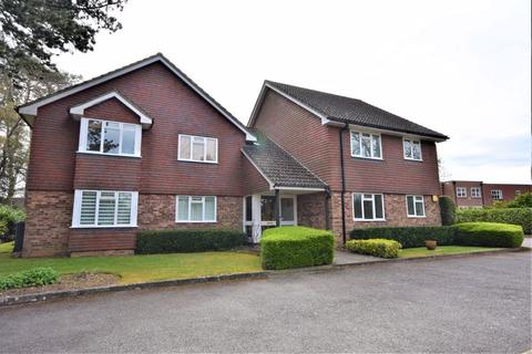 2 bedroom apartment to rent - Trimmers Field, Farnham