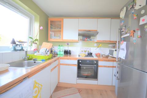 2 bedroom flat to rent - Makepeace Road, Northolt