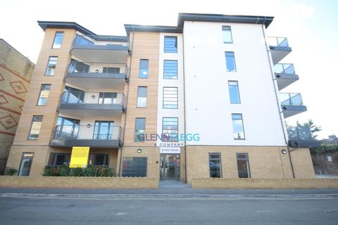 2 bedroom apartment to rent - Bishops Road, Slough