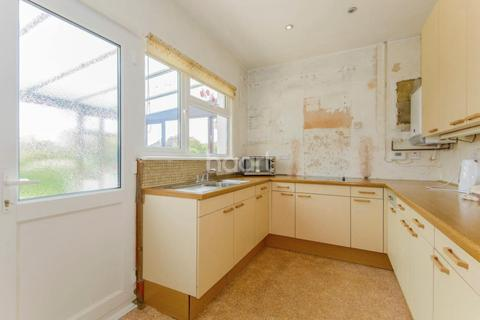 2 bedroom bungalow for sale - Branscombe Square, Thorpe Bay