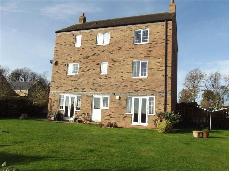 6 Bedrooms Detached House for sale in South Farm, Nedderton - Six Bedroom Detached Family Home