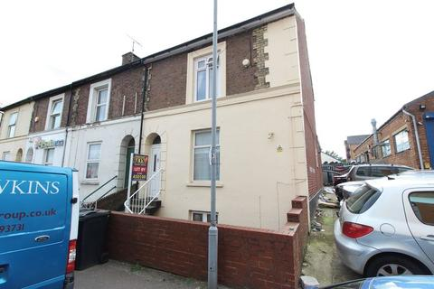 6 bedroom end of terrace house for sale - AMAZING INVESTMENT! TWO, THREE BEDROOM FREEHOLD FLATS!