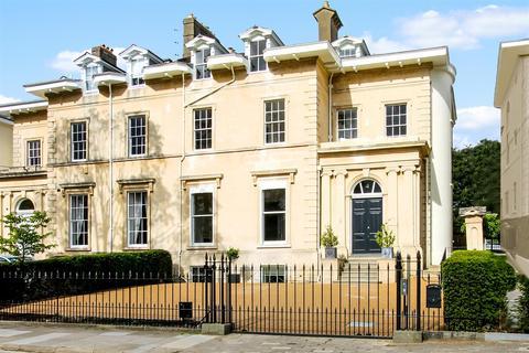 6 bedroom house for sale - Douro Road, Cheltenham