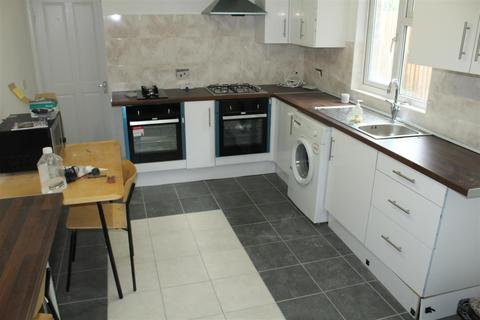 1 bedroom house share to rent - Queens Road, London N9
